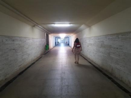 Ne enervează: Bezna din pasajul subteran de la Gară (FOTO)
