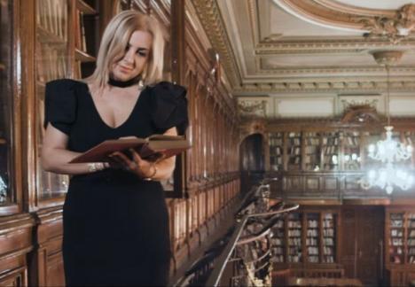 Scandal cu manele: Carmen Şerban şi-a filmat noul videoclip în biblioteca Universităţii de Medicină din Bucureşti (VIDEO)