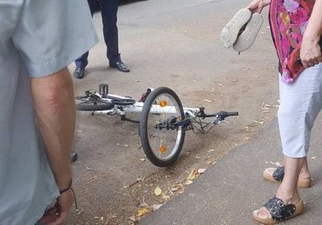 Atenţie la copii! Un băieţel a ajuns la spital, după ce a fost lovit de o maşină în Nufărul