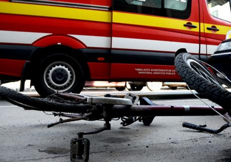 Marţi, trei ceasuri rele: O şoferiţă a acroşat cu maşina o biciclistă şi a fugit de la locul accidentului, iar o alta a ajuns cu maşina în şanţ