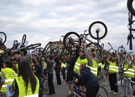 Critical Mass: Bicicliştii orădeni ies să promoveze plimbările pe două roţi
