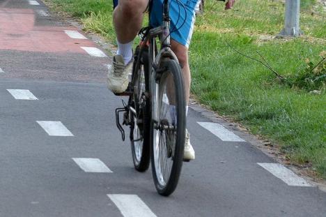 N-a putut sta acasă. Un biciclist cherchelit din Nucet a căzut pe şosea şi s-a ales cu dosar penal