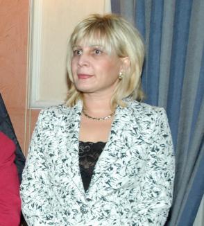 Cristiana Bigan, fosta şefă de la OPC Bihor, anchetată de DNA pentru că a cumpărat subiectele de la examenul fiului ei