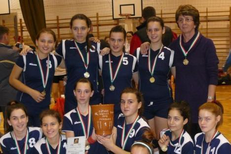 Tinerele voleibalistele de la LPS Bihorul şi-au adjudecat Cupa Eotvos de la Debrecen