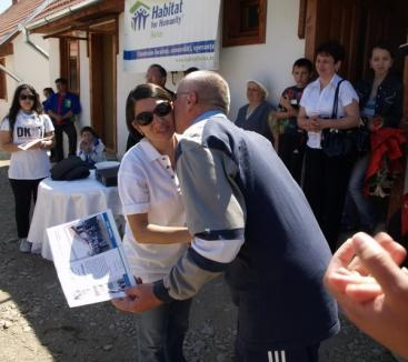 Elevii turci au construit două case pentru familii nevoiaşe din Beiuş
