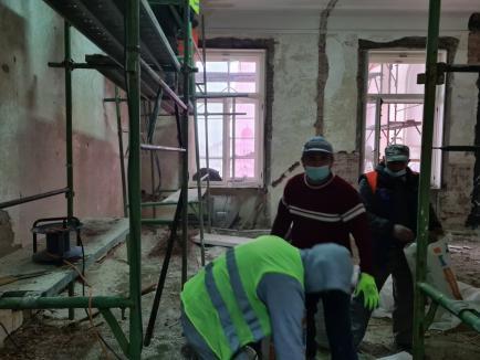 Birou în şantier: Florin Birta nu are unde-şi primi oaspeţii. Vezi cum arată biroul primarului de Oradea! (FOTO)