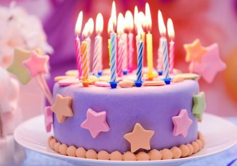 Șocant: Suflatul în lumânări crește numărul bacteriilor de pe tort cu 1.400%!