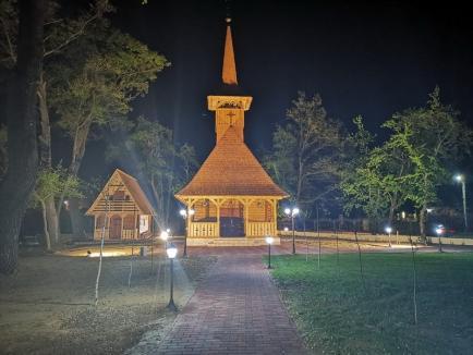 Biserica de lemn construită în incinta Complexului President din Băile Felix a fost târnosită (FOTO)