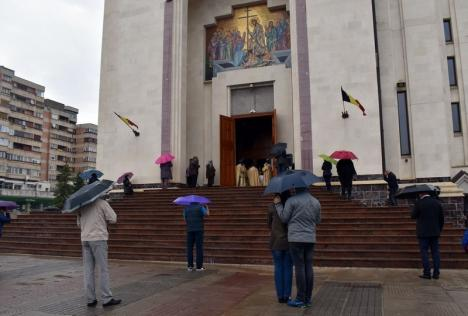 Guvernul a decis prelungirea stării de alertă cu încă 30 de zile. Se reiau slujbele în interiorul bisericilor (VIDEO)