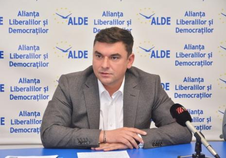 """Liderul ALDE Bihor, despre haosul din Piaţa 100: """"Bolojan poate să-şi ceară scuze, dar problemele rămân. Să pună măcar trotuare provizorii şi benzi de degajare"""""""