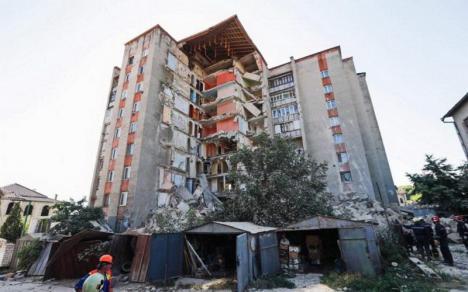 O scară a unui bloc cu nouă etaje s-a prăbuşit în Republica Moldova (VIDEO)