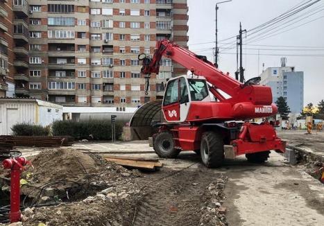 Locatarii acuză că blocul turn din Bulevardul Magheru a început să ia apă, după construcţia pasajului subteran