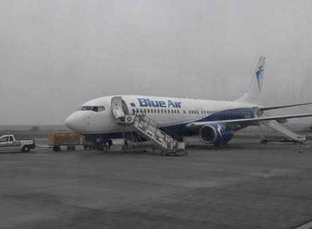 Aeroportul Otopeni, blocat de o ploaie îngheţată: Zborul spre Oradea, cu actori renumiţi la bord, a fost amânat (FOTO)