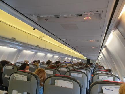 Ne enervează: Cursă Blue Air cu bâlbâieli şi surprize între Bucureşti, Oradea şi Timişoara, cu pasageri puşi să 'echilibreze avionul' (FOTO)