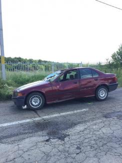 Aventuri de vacanță: Plecat la țară la bunici, un puşti de 13 ani din Oradea a furat un BMW şi l-a băgat în şanţ (FOTO)