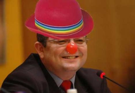 Deputatul PSD Ioan Roman cere demisia premierului-clown Emil Boc