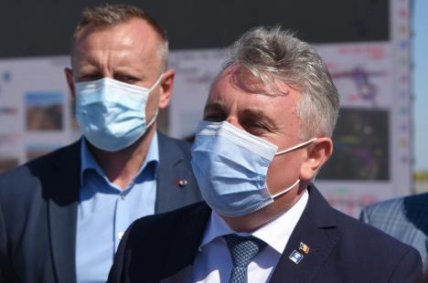 În Bihor, ministrul Lucian Bode a dat în premieră explicaţii despre accidentul în care a fost implicat: 'Nu aveam motiv să ne grăbim' (VIDEO)
