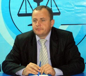 Partidul Conservator suferă din cauza 'mogulului' Dan Voiculescu şi a alianţei cu PSD