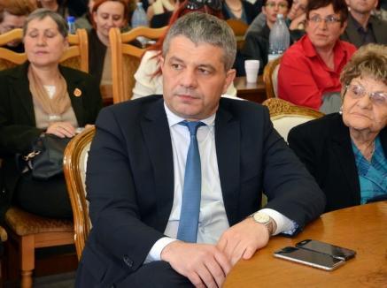 Ministerul Mucles: Ministerul Educaţiei se codeşte să răspundă întrebărilor adresate de avocaţii lui Bodog