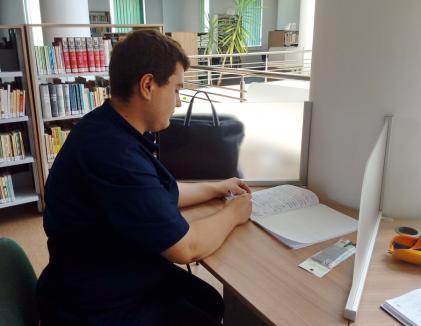 """Cum a devenit un student din Oradea """"abonat model"""" la Biblioteca Universităţii"""