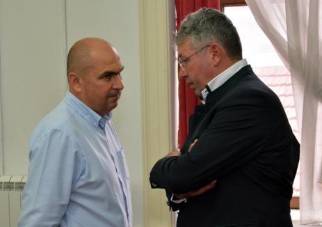La cuţite: Consiliul Judeţean îi reproşează lui Bolojan că iscă 'tensiuni interetnice' şi minte în privinţa finanţării teatrelor