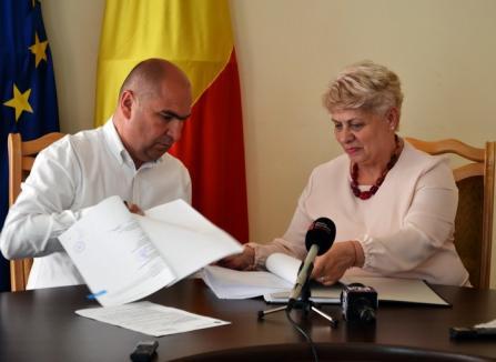 Investiţie de 2,2 milioane euro: Primarul Ilie Bolojan a semnat contractul de finanţare pentru reabilitarea casei Darvas La Roche
