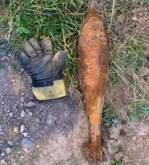 Au găsit o bombă funcţională când lucrau la reţeaua de canalizare, în comuna Sânmartin