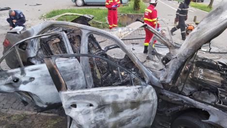 Noutăți în cazul mașinii explodate în Arad: Poliția are un cerc de suspecți, bomba - activată prin telecomandă, de la distanță (VIDEO)
