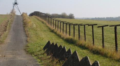 Ministrul ungar de Externe avertizează: Ungaria poate construi imediat gard la frontiera cu România