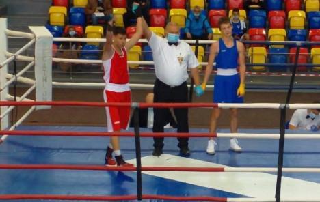 După 13 ani: Angelo Covaci a adus un nou titlu de campion naţional pentru boxul orădean!