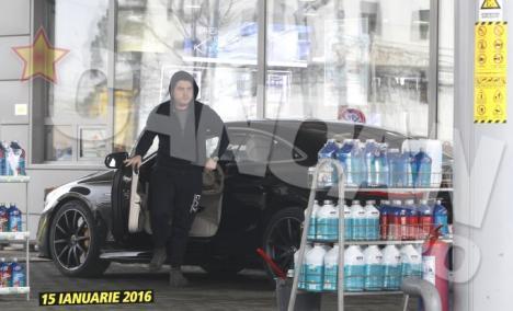 La 23 de ani, fiul Rovanei Plumb şi-a tras un Mercedes de un sfert de milion de euro! (FOTO)