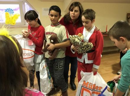 Orădenii au donat alimente, jucării şi bani pentru copiii din centrele de zi ale Caritas Eparhial