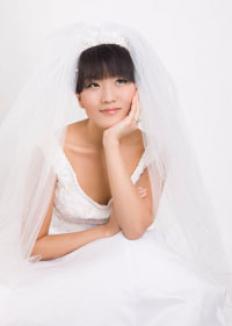 O chinezoaică se mărită cu ea însăşi