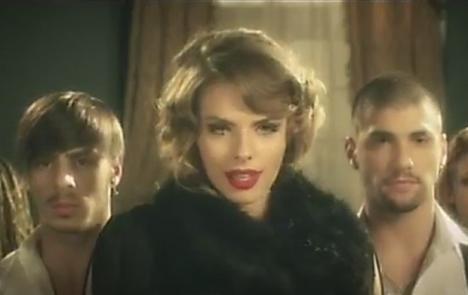 Brigitta Balogh a lansat un nou single, pe muzica şi versurile lui Alex Velea (VIDEO)