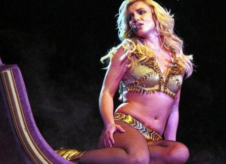 "Britney Spears, show cu ""şuncile"" la vedere"