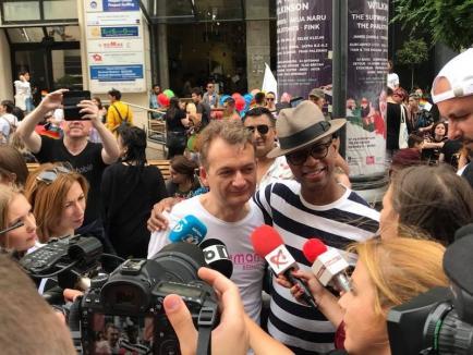 Orădeanul Emil Rengle, care a recunoscut că este bisexual, a condus Marşul Diversităţii din Bucureşti (FOTO)