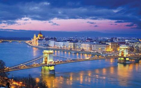 Restricţii în Ungaria: Se închid şcolile primare, aproape toate magazinele şi sălile de sport