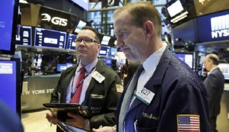 Vine o nouă criză financiară? Bursa americană se prăbuşeşte