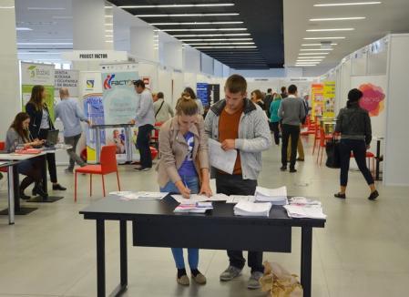 Aproape 900 de locuri de muncă libere în Bihor. Mai multe instituţii publice fac angajări