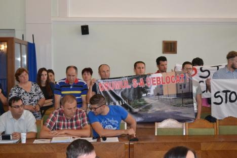 În ciuda opoziţiei Centrului Salem, consilierii locali au decis desfiinţarea drumului din curtea Liceului Betel (FOTO)