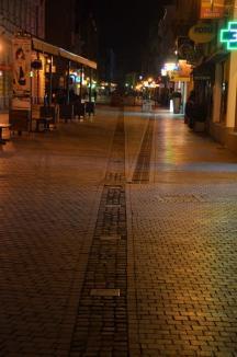 Corso în beznă! Făcut de mântuială, iluminatul din pavajul de pe strada Republicii şi-a dat obştescul sfârşit (FOTO)