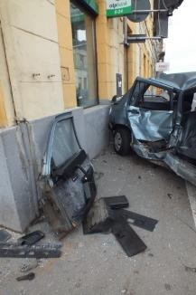Mamă şi fiu, răniţi într-un accident în centrul Oradiei (FOTO)