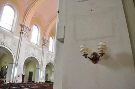 Biserica romano-catolică Sfântul Spirit, călcată de hoţi de două ori în două zile: două tablouri au dispărut (FOTO)