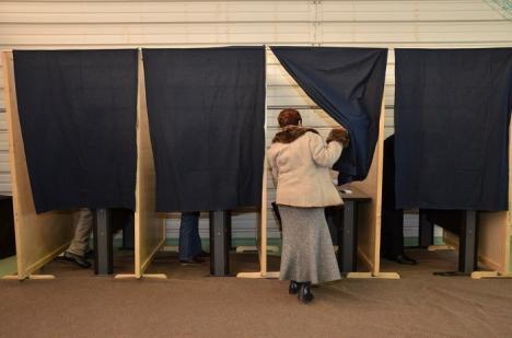 Îşi aleg senatorii: Peste 900 de universitari orădeni, aşteptaţi la vot