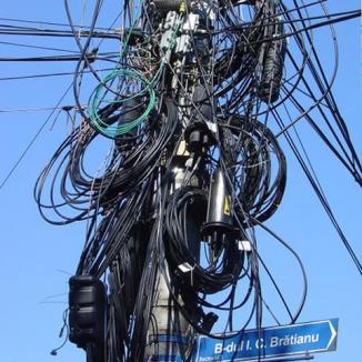 Au tăiat cablurile Romtelecom din comuna Lăzăreni
