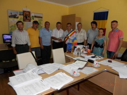 Cadastrare gratuită: Comuna Gepiu, prima din judeţul Bihor unde s-au acordat extrase CF gratuite cetăţenilor cu terenuri extravilane