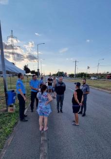 Poliţiştii de prevenire au 'descins' în vama Borş: Cetăţenii care au intrat în ţară, întâmpinaţi cu apă şi cafea pentru a preveni oboseala la volan (FOTO)