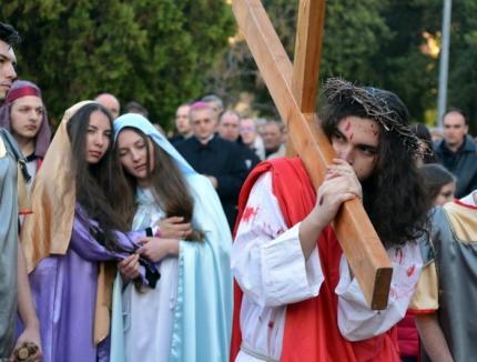 Calea Crucii: Patimile lui Iisus vor fi recreate şi anul acesta în Parcul Olosig