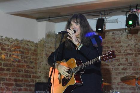 'O chitară, o voce, un suflet': Călin Pop concertează pe 31 martie la Ra Bistro & Caffe