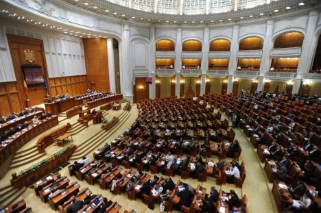 Parlamentul a votat impozitarea pensiilor speciale. În cazul celor de peste 7.000 lei, cu 85%